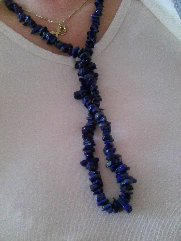 Můj nový náhrdelník.  KÁMEN:  LAPIS LAZULI (www:kouzelnekameny.cz)) Kámen Lapis Lazuli prospívá hlavně lidem narozeným ve znameni. Panna, Střelec, Kozoroh, Vodnář a Ryby. Hlavní účinek: antistres