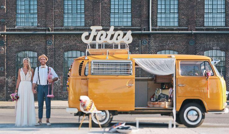 Der vintage Bulli mit eingebauter Fotobox. Für Hochzeiten und Knaller-Events in ganz NRW und darüber hinaus. Die schönste Photobooth für Outdoor & Indoor.