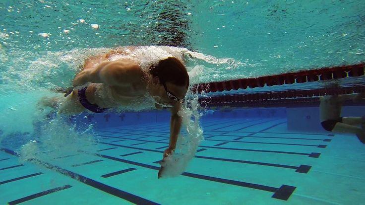 Zbiór praktycznych porad do treningu pływackiego. Co zrobić by pływać szybciej. Oto 20 kroków dzięki którym podkręcisz swoje tempo w wodzie. Te zasady stosują najlepsi pływacy i triathloniści.