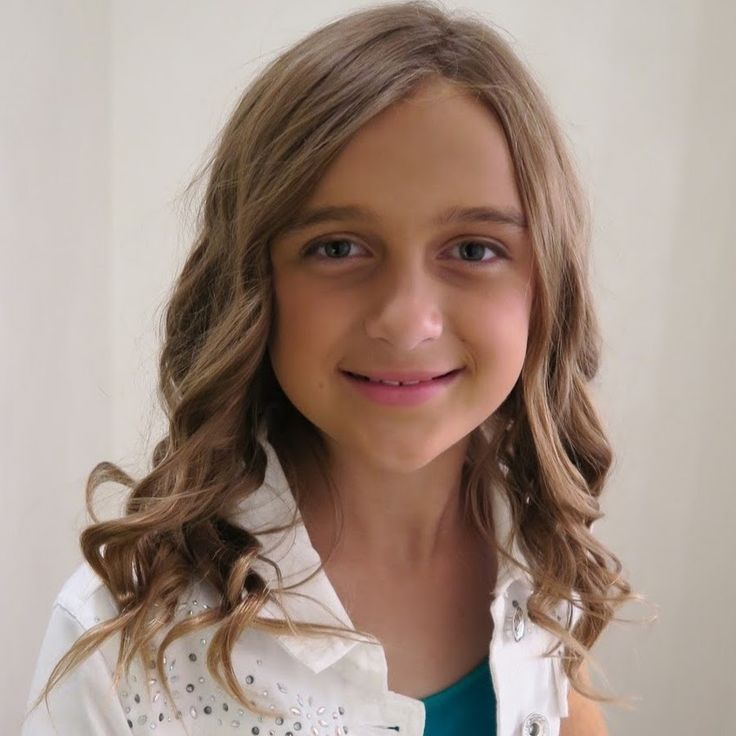 Official YouTube Channel for KarliReese! My family vlog channel, OurFamilyNest, reached 100,000 subscribers on June 3rd, 2015 and just as we promised I am go...