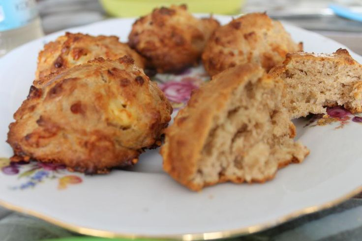 Recept voor heerlijke gezonde hartige scones (suikervrij!) die heerlijk zijn voor bij de lunch, als tussendoortje, bij een high tea of meer! Met speltmeel