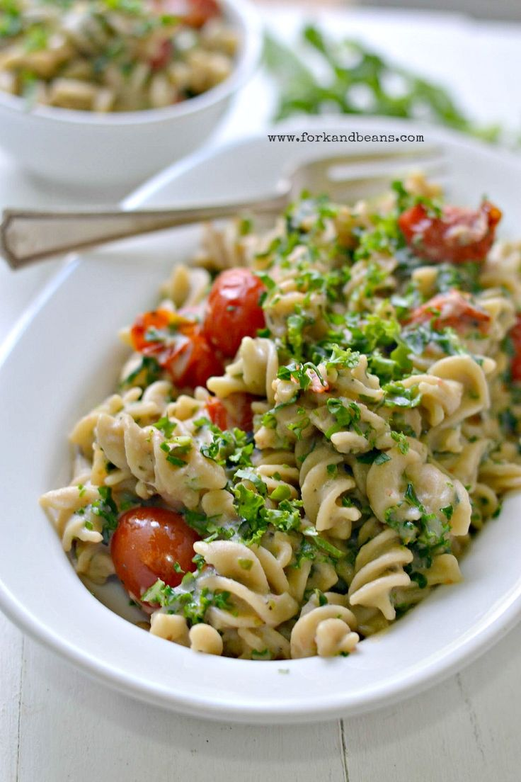 Easy Vegan Creamy Kale Pasta - healthy and easy!