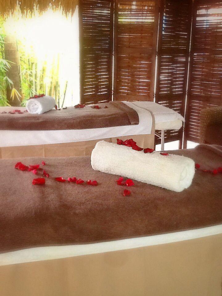 Bali hut couples massage