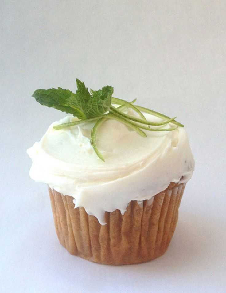 Treat your Kentucky Derby party guests to mint julep cupcakes!