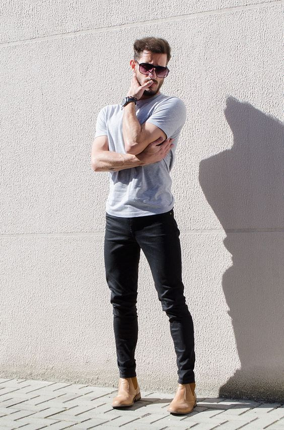 Dark Chinos & Light tshirt combo cant be better than this ⋆ Men's Fashion Blog - TheUnstitchd.com