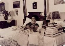 GISELE FREUND - Frida Kahlo in Bed, Coyoacan