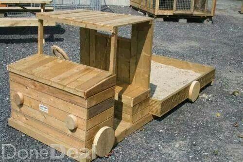 DIY pallet sandpit truck