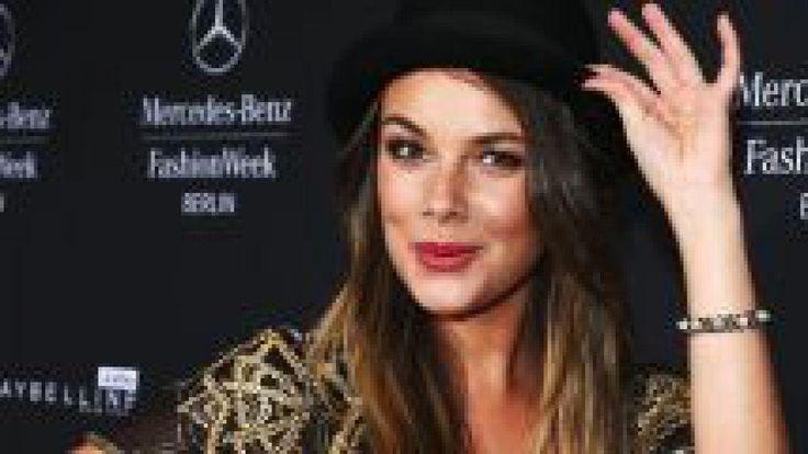 Bei vielen Fans herrscht noch immer Trauer doch Janina Uhse scheint der Ausstieg bei GZSZ richtig gut zu tun. Neue Freiheit neues Glück?   Source: http://ift.tt/2rFxp8J  Subscribe: http://ift.tt/2qPqRVV Uhse Schnipp schnapp! Die langen Haare sind ab