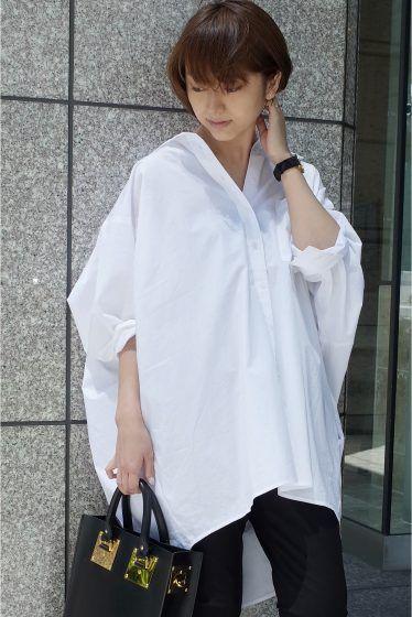 MINITZ コットンBIG シャツ MINITZ コットンBIG シャツ 24840 襟を抜いて着て抜け感を楽しみたいオーバーサイズのシャツ 身体がおよぐシルエットはスタイルをより華奢に見せてくれます 落ち感のある薄手のコットン素材は肌触りもよくこれからの時期も使いやすいです シンプルさと着心地の良さの両方を兼ね備えたアイテム MINITZミニッツ スタイリッシュでモダン構築的なパターンが目を惹くMINITZ 袖を通すことで生まれる女性らしいやわらかなシルエット細かに配置された繊細なディティールは着る人を綺麗に見せてくれます 取り扱いについては商品についている洗濯表示にてご確認下さい 店頭及び屋外での撮影画像は光の当たり具合で色味が違って見える場合があります 商品の色味はスタジオ撮影の画像をご参照下さい 全カラー着用スタッフ身長:163cm 着用サイズフリー モデルサイズ:身長:165cm バスト:73cm ウェスト:58cm ヒップ:85cm 着用サイズ:フリー