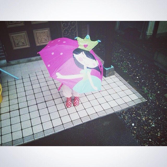 Kawaii!! Repost from @meisan_0206 #flyingtigercph #tigerstores #umbrella #pink #rainnyday #kids #princess