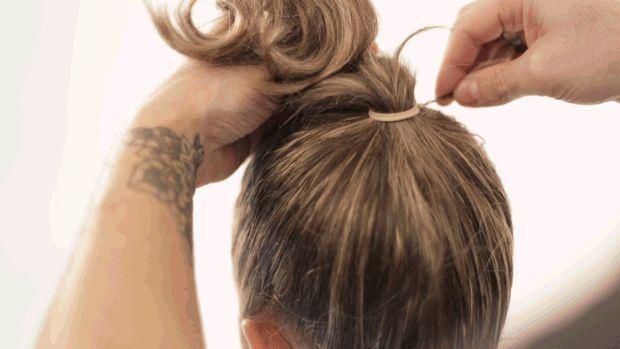 coque volumoso em cabelos médios Aprenda.