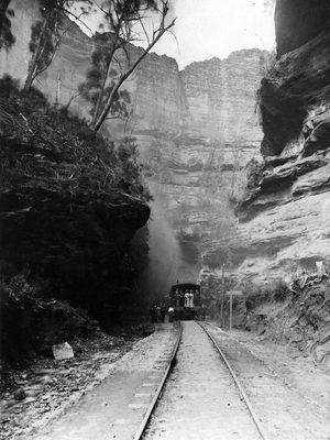 An early special tour train is about to enter the Glowworm tunnel      as it heads back to Newnes Junction then on to Sydney in 1911.