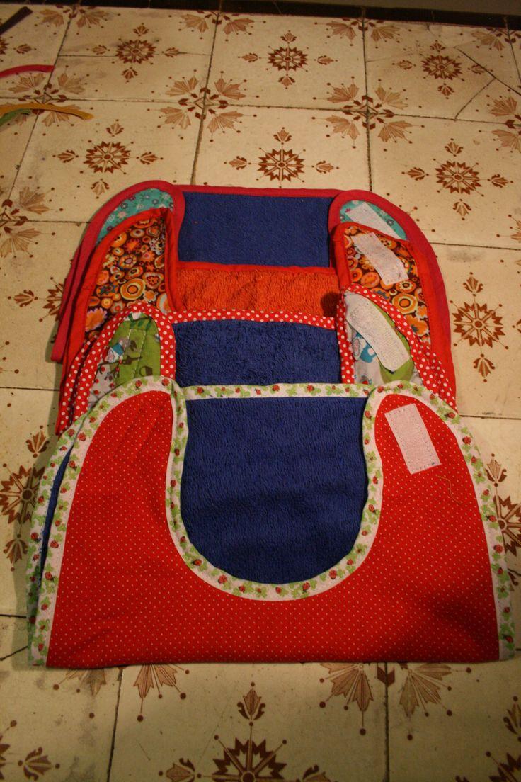 slabbetjes met klittenband: voorkant katoen, achterkant badstof