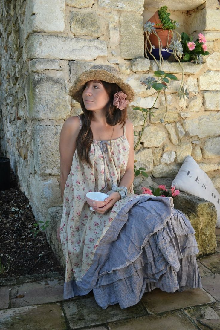 Dammit! Someone please make me some prairie inspired clothes!! Les Ours d' Uzes France 2015