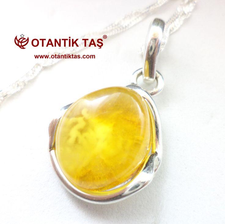 """ngilizce kelime sarı türemiştir Arapça [عنبر'anbar kaynak belirtilmeli ], Orta Latin ambar ve Orta Fransız Ambre. kelime olarak kabul edilmiştir Orta İngilizce artık olarak bilinen atıfta gibi 14. yüzyılda amber (ambre gris ya da """"gri kehribar""""), elde edilen katı mumsu madde sperm balina . Olarak Romance dilleri , sözcüğün anlamı olarak erken 13. yüzyıl sonlarında olarak Baltık kehribar (fosil reçine) uzatılacak gelmişti,"""