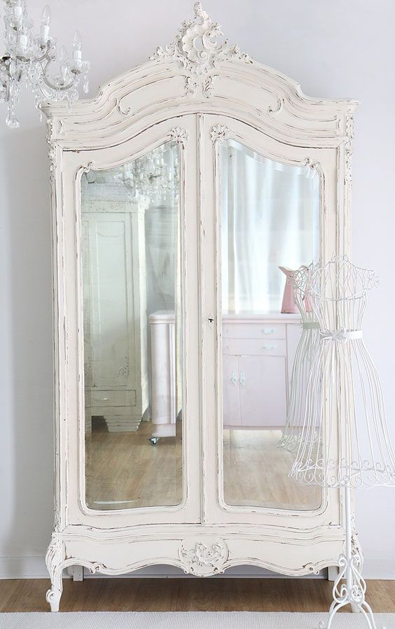 die besten 25 shabby chic kleiderschrank ideen auf pinterest schabby schick shabby chic deko. Black Bedroom Furniture Sets. Home Design Ideas