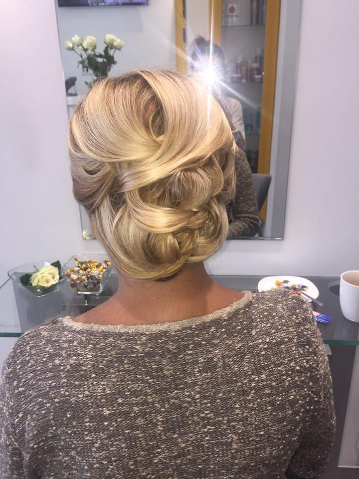 Wykonanie: Monika. www.fryzjer.lublin.pl #hair #blonde #haircut #hairstyle #updo #woman #włosy #fryzjer #fryzury #Lublin #upięcie #damskie