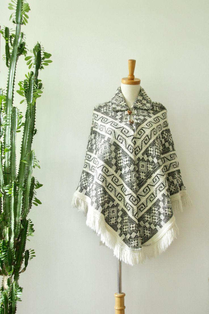 Natural 70s fringe Cape. 60s Festival poncho. Vintage beige wool fringed coat. Cream hippy cape. Boho poncho