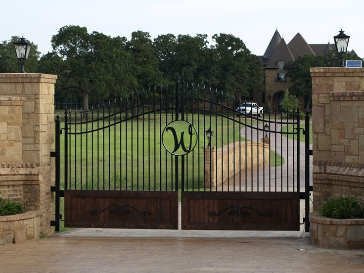 Front gate entrance ideas with stone gates entrances for Ranch entrance designs