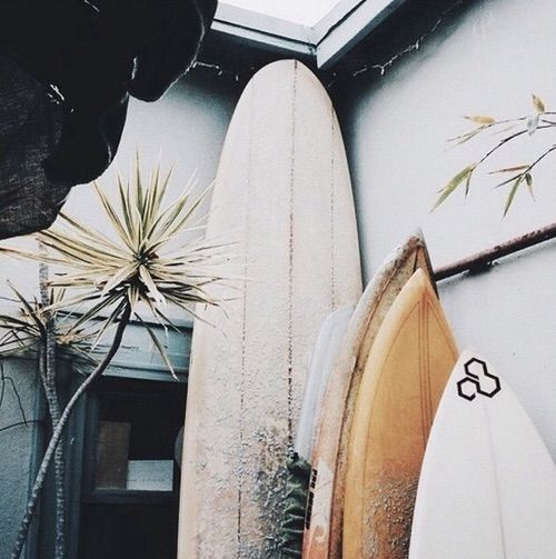 PIN ➕ INSTA: @sophiekateloves ✔️ #BanditKids surf shack inspo || tropical island home, beach house, seaside living, paradise style, living space, dream home, interior + outdoor, decor + design, style inspiration || @Bandit Kids #banditkids #surfshack