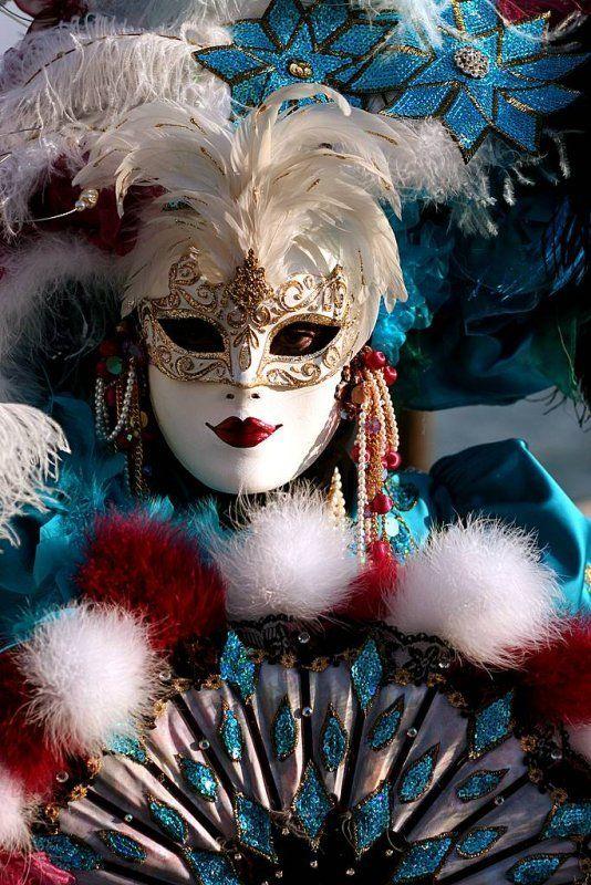решила картинки маска новый год строятся