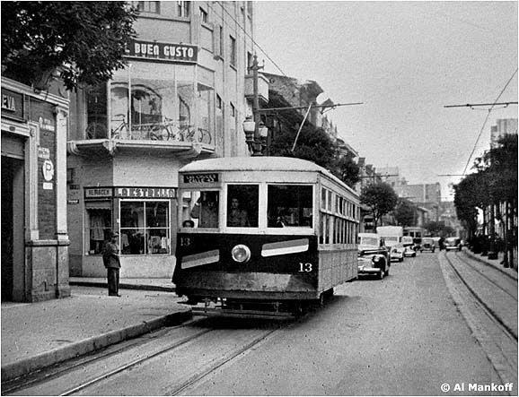 Bogota en los años 30. Tranvia por la Avenida Septima.