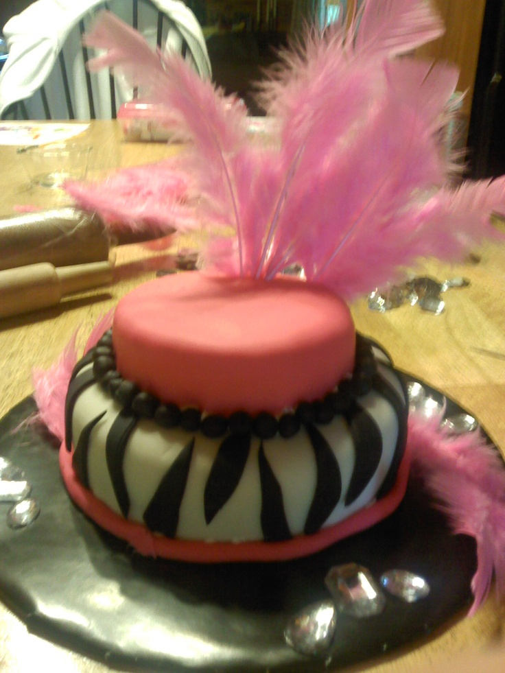 We made this cake for my Cousin. She loved the cake not to mention the feathers !Parties Idease Patisserie, Super Cute, Cake Crazy