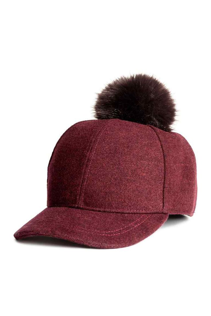 Cap with a pompom: Cap in marled, felted fabric with a faux fur pompom at the top. Lined.