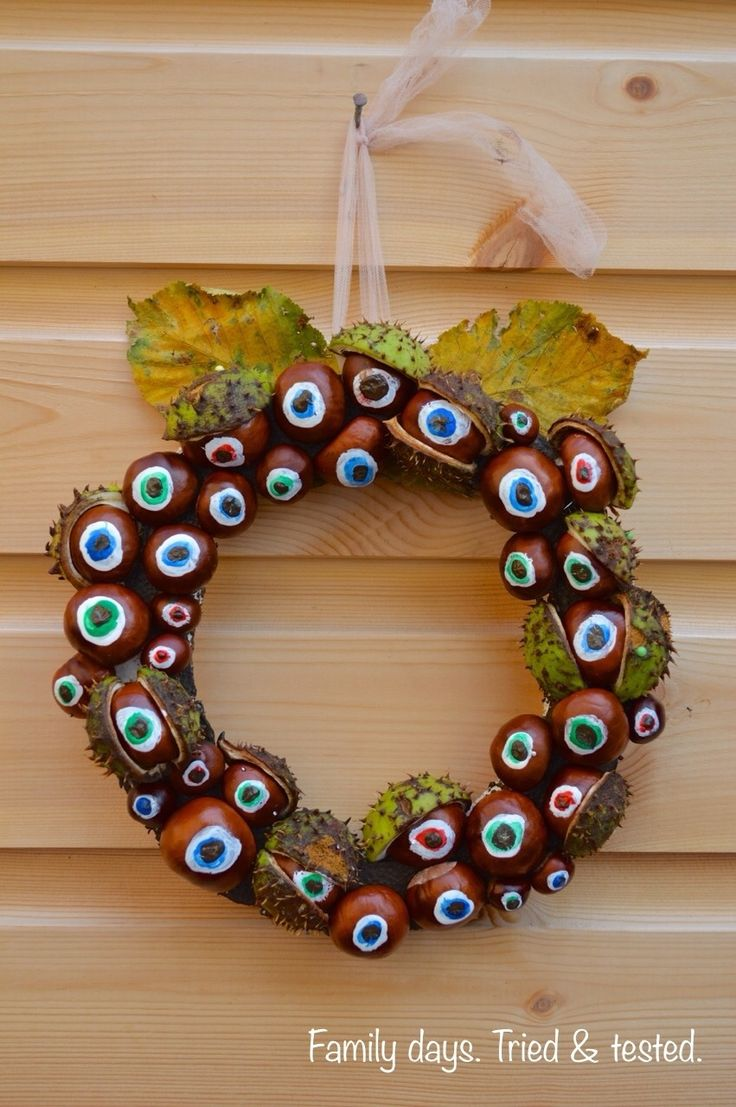 We went for a walk to collect some of the conkers starting to fall to make a conker wreath. We've got lots more Halloween Ideas and some special Halloween for Toddlers activities, and a stack of Conkers, Hazelnuts & Acorns Ideas. What you will need… Conkers Polystyrene Brown paint Dressmaker pins Thread to hang We …