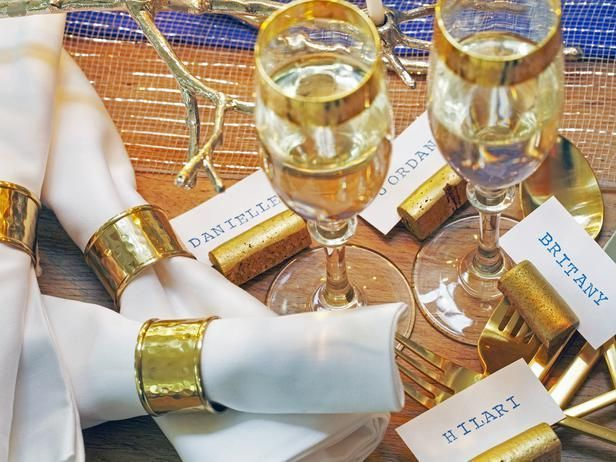 The perfect personalized, twinkling table setting.