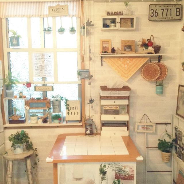 kohakuruさんの、リビング,ダイソー,植物,スツール,100均,DIY,かご,ハロウィン,フレーム,セリア,すのこ,フェイクグリーン,カフェテーブル,ラダー,壁紙屋本舗,ウッドボックス,いつもいいね!ありがとうございます♪,グリーン×雑貨,のお部屋写真