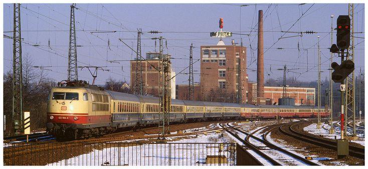 IC 603 Patrizier mit 103 188 am 12.02.1986 bei der Einfahrt im Hbf Bochum © Bernd Falkenberg