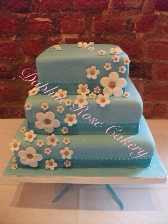 #duckegg #blue #daisies #weddingcake  email drcakery@gmail.com based in Dartford, Kent, UK