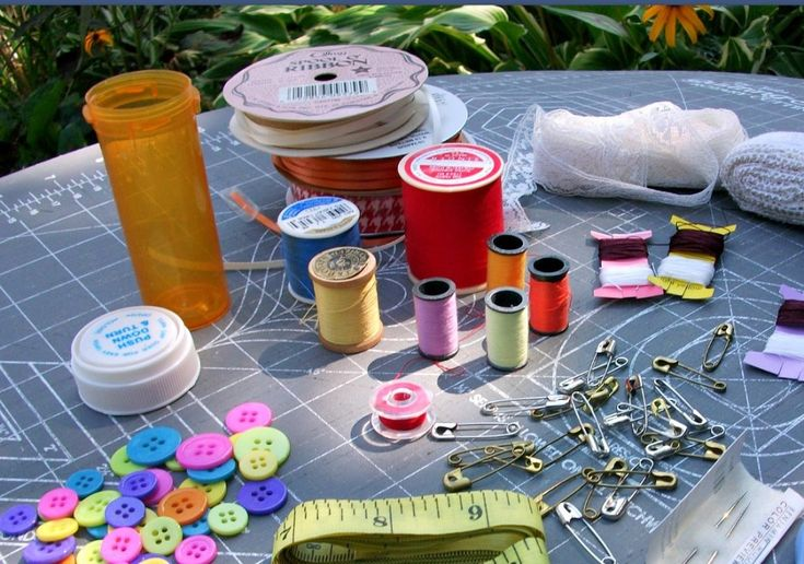 sewing-kit-pill-bottle