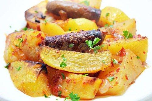 Tocana (iahnie, mancarica) de cartofi cu carnati de casa