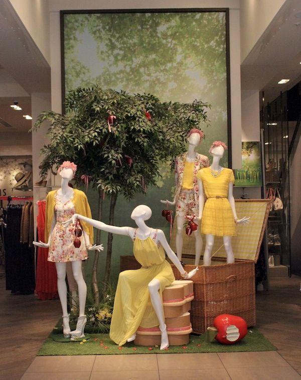Oasis, summertime picknick, indoor display