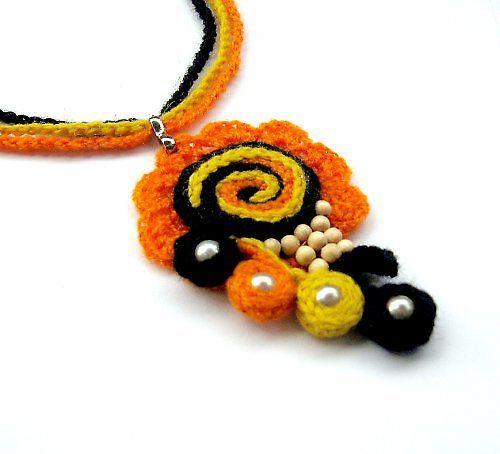 Náhrdelník...Emoce - nice crochet pendant ispiration