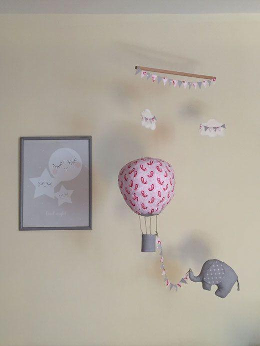 mobile bébé, mobile éléphant, montgolfière tissu, tissus Tilda, DIY éléphant…