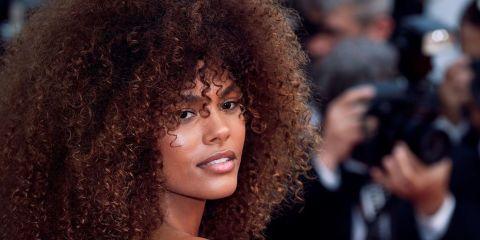 Più PopolareGettyLe nostalgiche degli anni '90 li adorano: i capelli ricci sono una delle tendenze hairstyle del decennio passato. Chiunque ha vissuto quegli anni li ha portati con fasce e accessori tra …