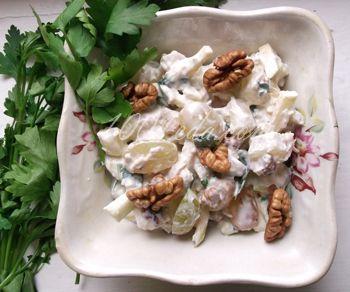 Вальдорфский салат с курицей и ананасами