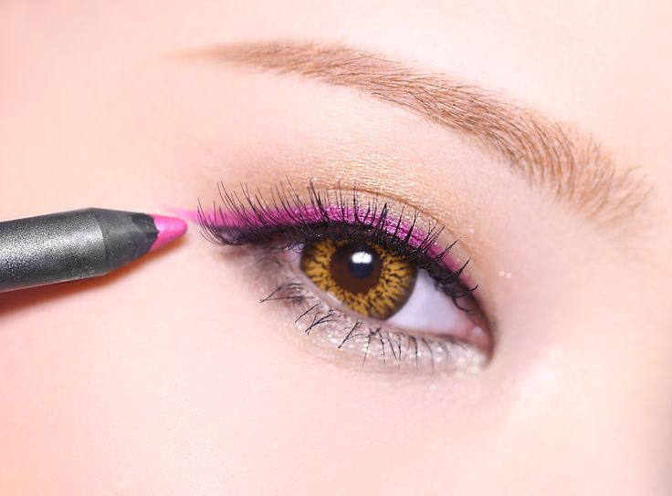 Kiraan eye stick color eyeline make up.
