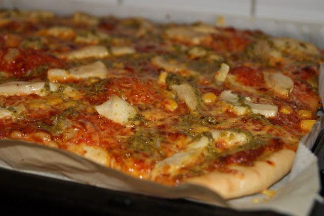 Kyllingpizza med pesto