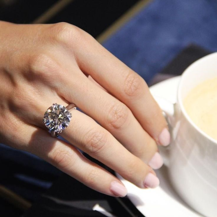 The biggest diamond engagement rings on Bond Street