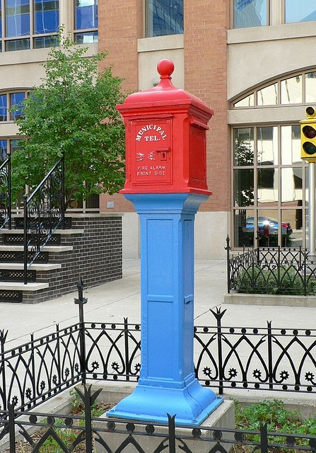 Municipal Telephone by Retinal Fetish, via Flickr      old police call boxes