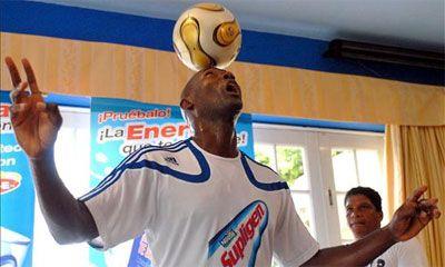 Impone cubano Erick Hernández nuevo récord mundial en dominio del balón
