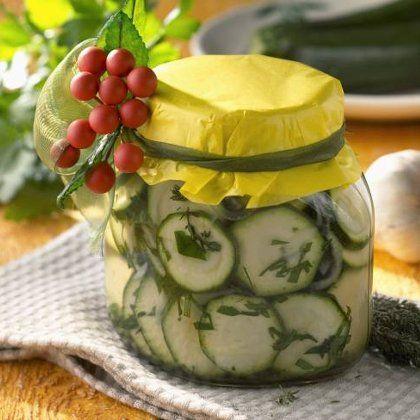 Салат из огурцов на зиму «Чесночный» - рецепт с фото