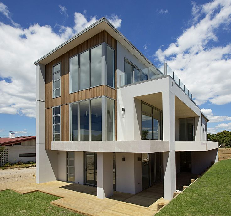 Making a remarkable impression with its height and elegance this three storey home is ideal for capturing any views.  Where building up is preferable to building out, this three-level home offers an ideal solution.