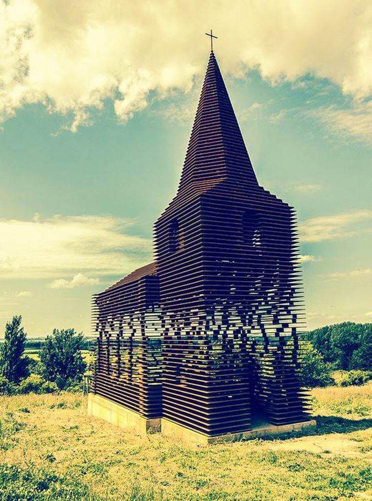 Une étonnante église transparente située dans la ville de Borgloon en Belgique. Reading between the Lines, imaginé par les architectes de Gijs Van Vaerenbergh.