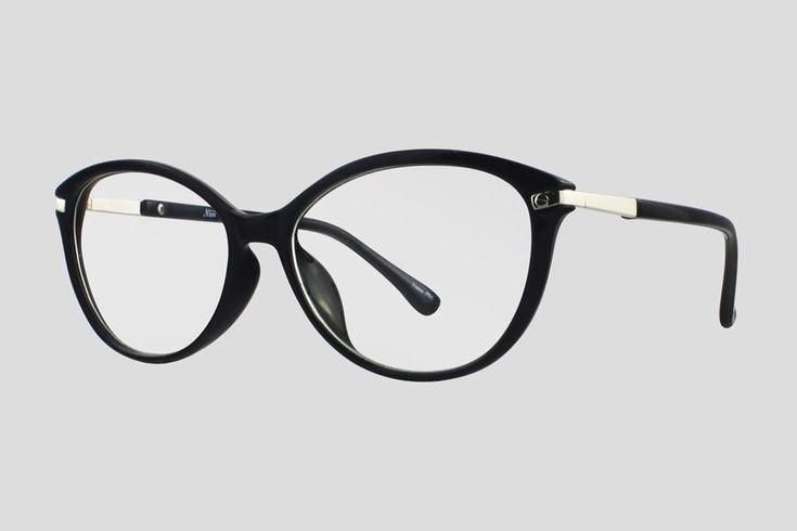 #Brillen van Nisi. Dit is de Cardinal Point (art. nr. F10.702UBL), complete bril vanaf € 29,90. #Montuur van zwart met zilverkleurig plastic. Verkrijgbaar in nog twee andere kleuren.
