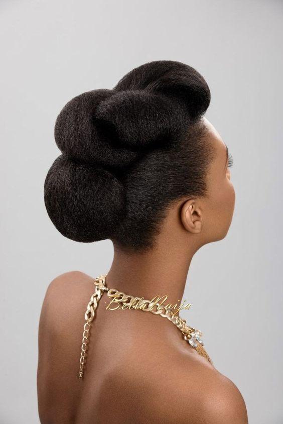 Pour toutes celles qui ont les cheveux naturels, La Blackeuse a fait une petite sélection de coiffure pour vous. A essayer absolument les filles! Laquelle préférez-vous? 01. 02. 03. 04. 05. 06. 07. 08. 09. 10. Source : pinterest.com